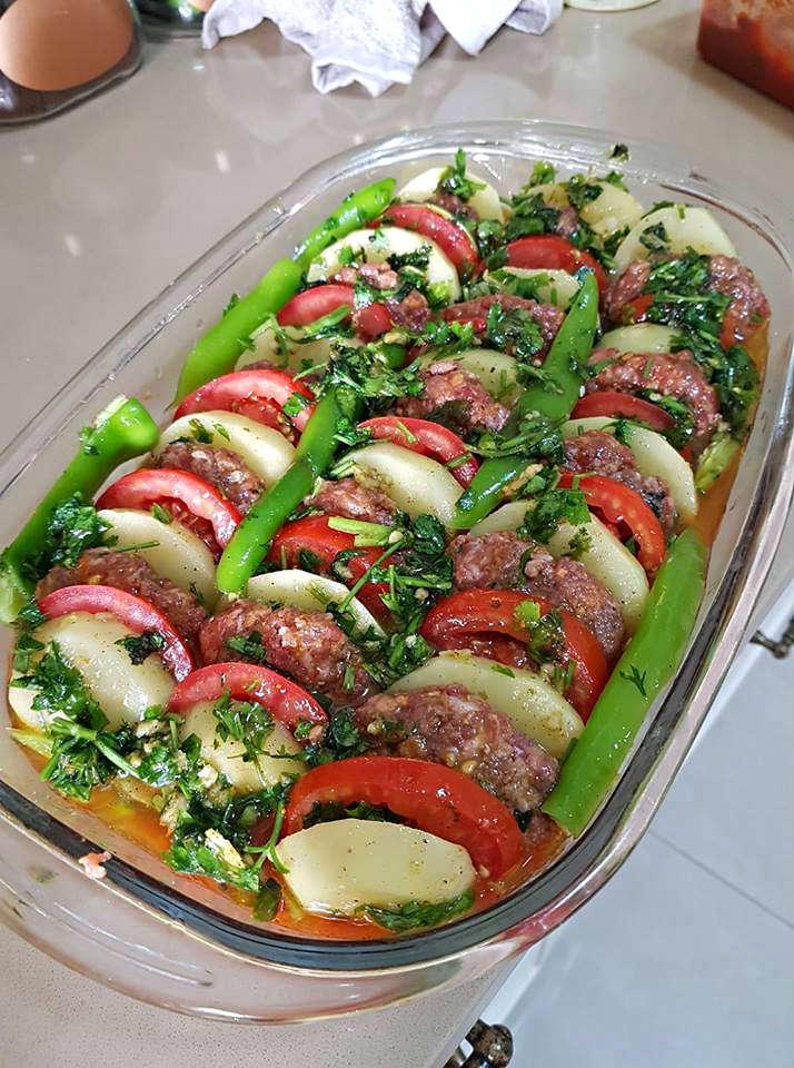 קציצות בשר טחון עם ירקות קלות להכנה