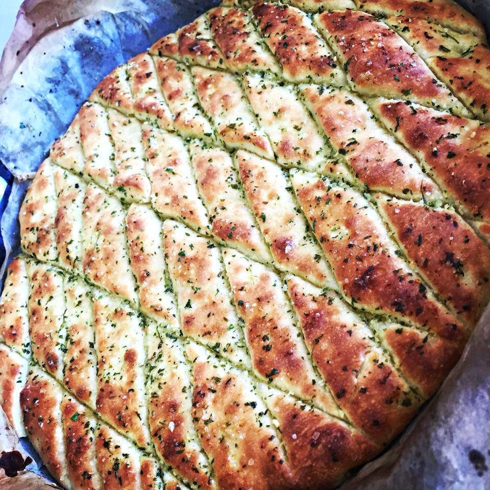 לחם שום נתלש קלות להכנה