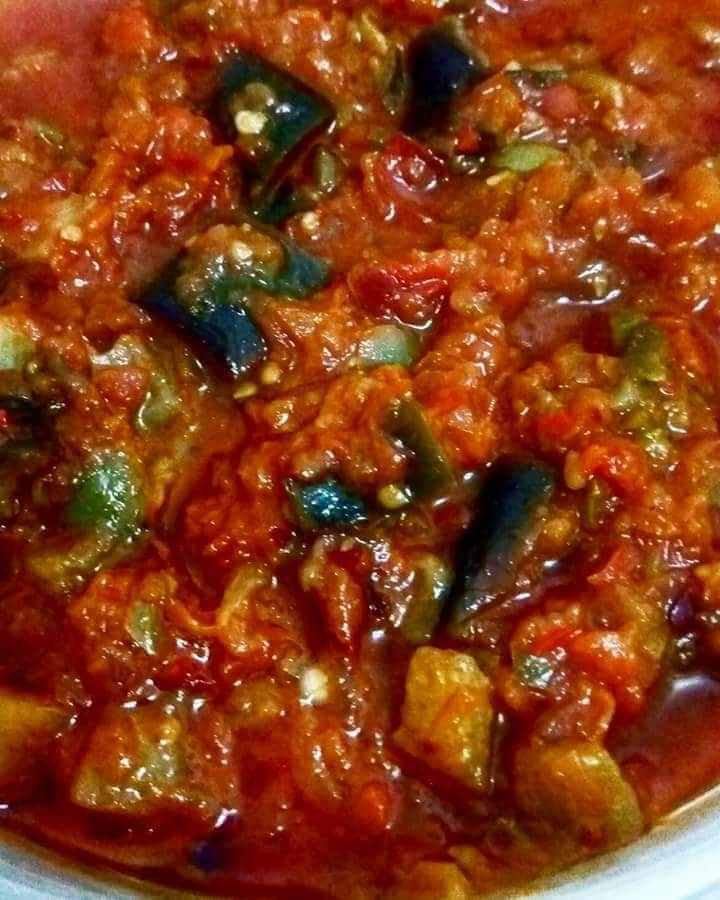 סלט חציל ועגבניות