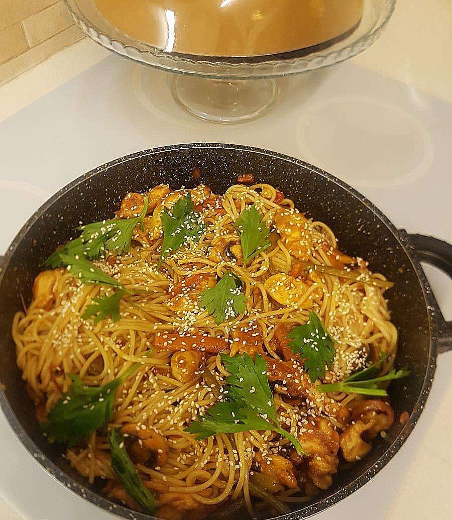 פילה עוף עם ירקות בסגנון אסיאתי