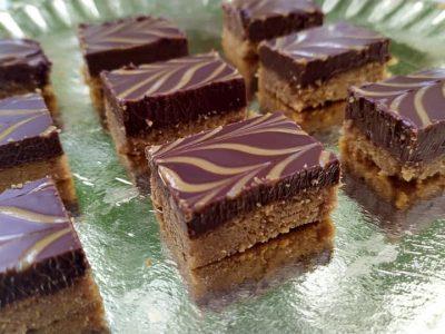 חטיפי שוקולד וחמאת בוטנים