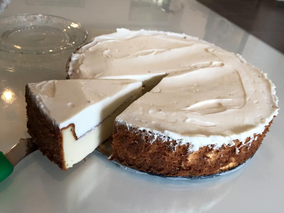 עוגת גבינה אפויה עם קרם וניל
