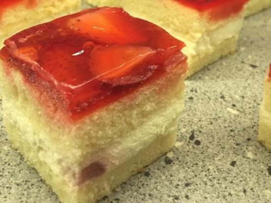 עוגת תותים שמנת
