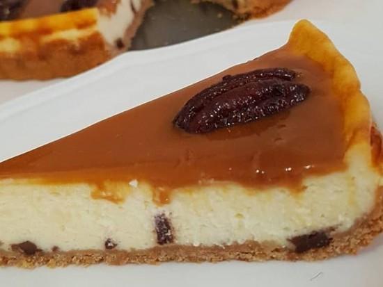 עוגת גבינה וריבת חלב עם פקאן