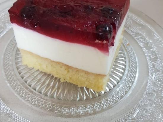 עוגת גבינה קרה בציפוי אוכמניות