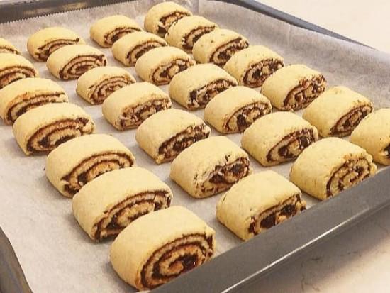עוגיות תמרים נימוחות עם אגוזים וקינמון
