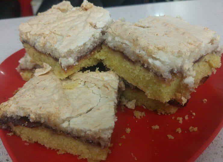 עוגת ריבה וקוקוס נוסטלגית
