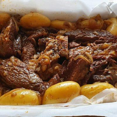 אסאדו בתנור עם בצל ותפוחי אדמה מיני