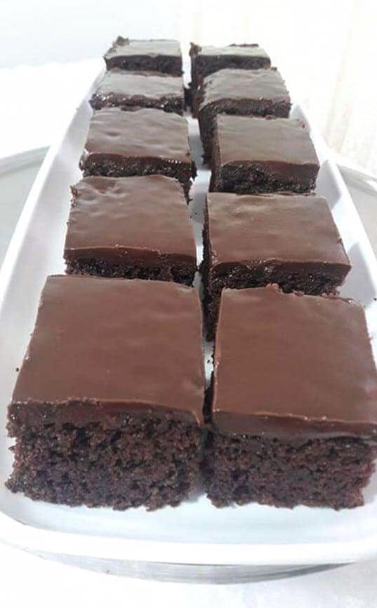 עוגת שוקולד בחושה וקלה