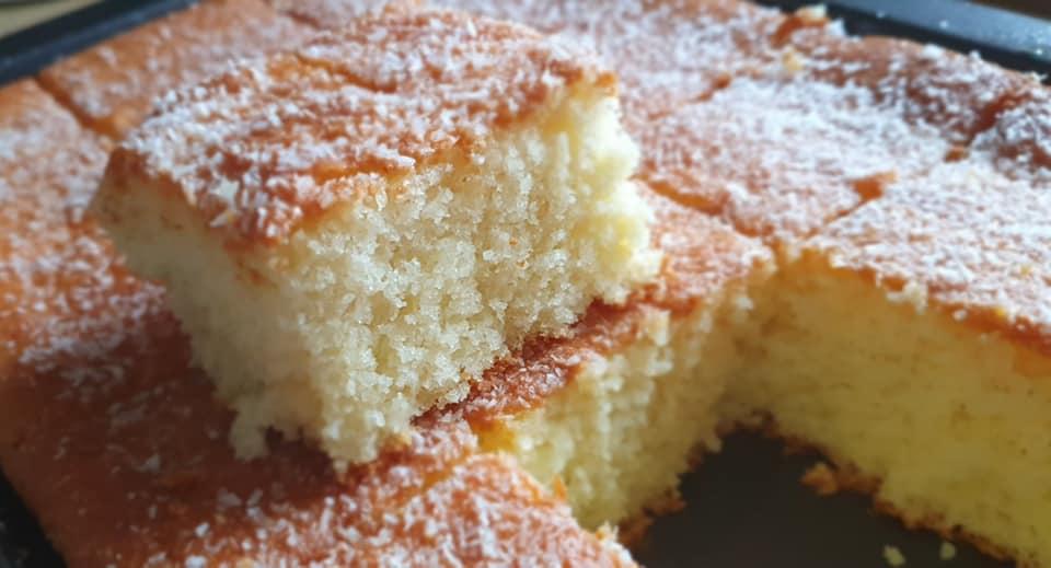 עוגת תפוזים סולת וקוקוס עסיסית