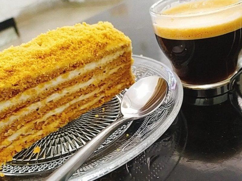 עוגת דבש מדוביק