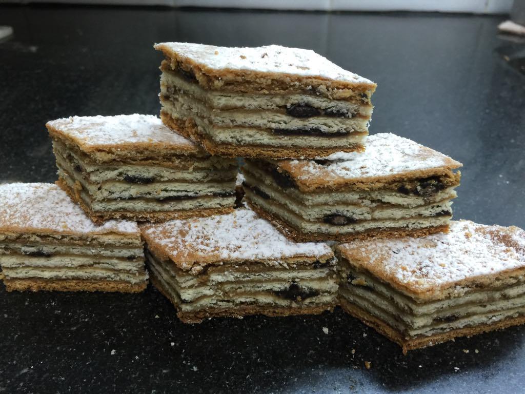 עוגת שכבות קפה מרנג
