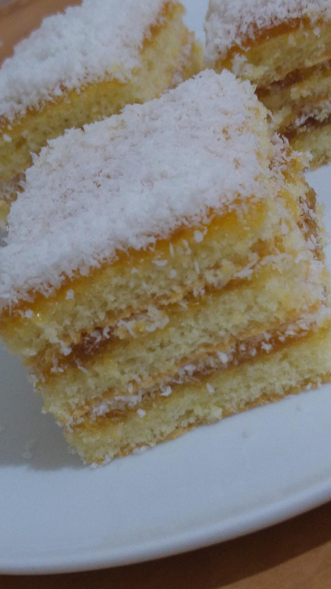 עוגת ספוג שכבות ריבה וקוקוס