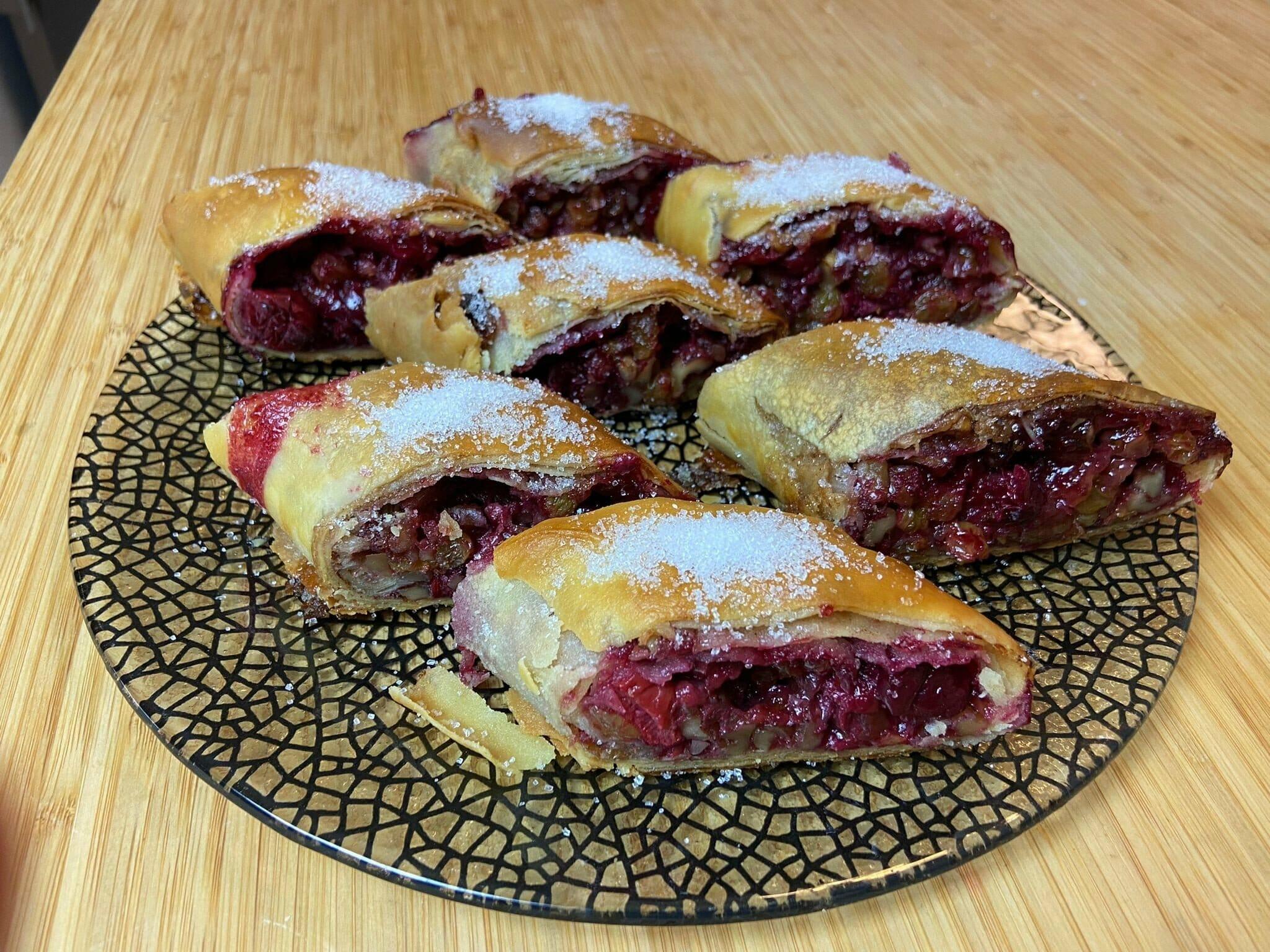 פלודן - מאפה שכבות חגיגי עם פירות ואגוזים