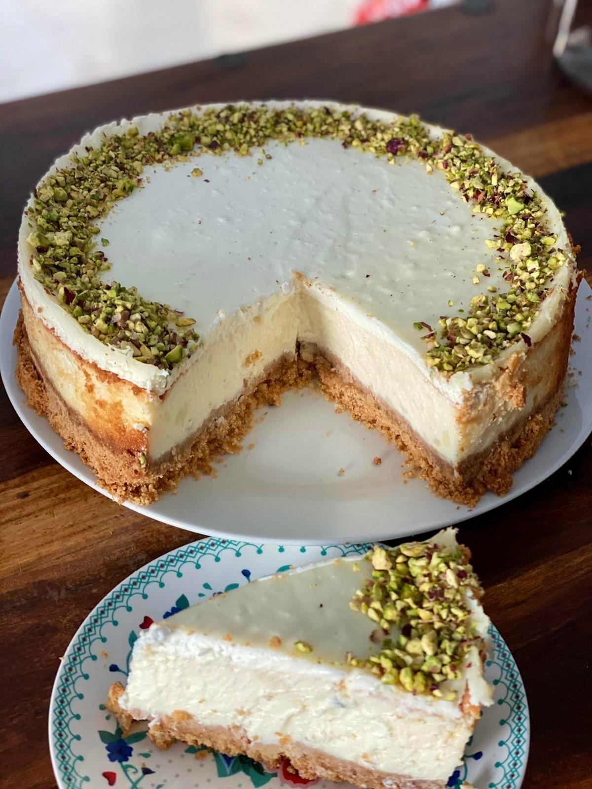עוגת גבינה עם קרם שמנת